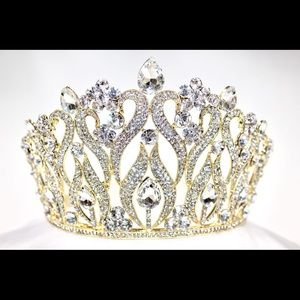 Accessories - Beautiful crown/ tiara